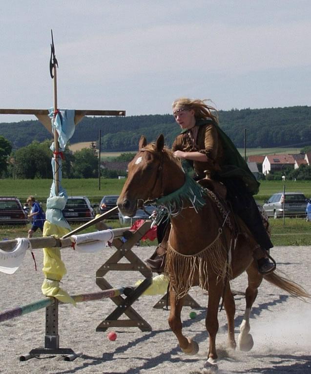 2003-06-ritterturnier-schwertschlagen-07