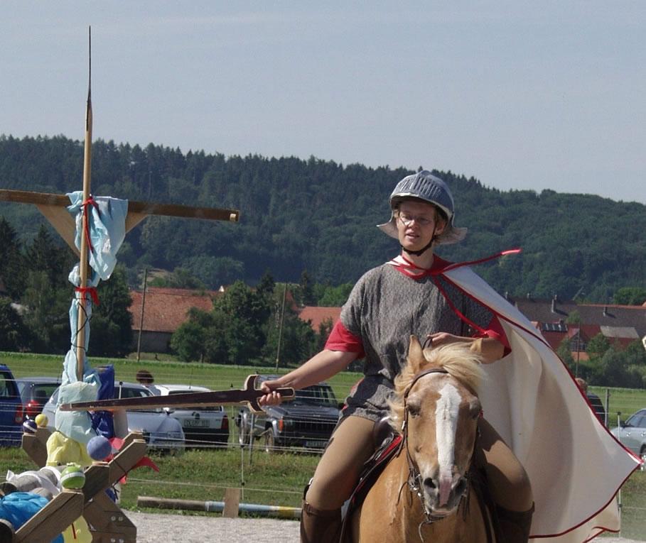 2003-06-ritterturnier-schwertschlagen-11